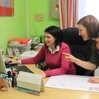 Ivana Stajkovic talking with Tijana Milinkovic about the internships for social media and public relations.